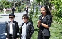 Leyla Əliyeva uşaqlarla ağac əkdi
