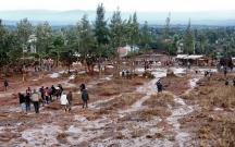 Su anbarı daşdı, 48 nəfər öldü