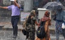 Hindistanda əlverişsiz hava 33 nəfərin ölümünə səbəb olub