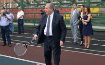 Erməni prezident bu dəfə tələbələrlə tennis oynadı