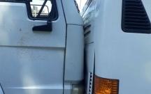 Bakıda yük maşını avtobusa çırpıldı-