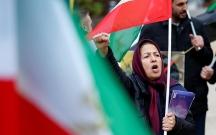 İranda yüzlərlə insan küçələrə çıxdı