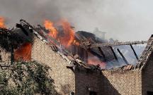 Qatardan çıxan qığılcım 8 evi yandırdı