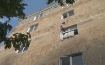 Yeniyetmə binadan yıxılıb öldü