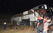 Türkiyədə mühacirləri geri qaytaran polis avtobusu aşdı