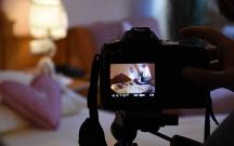 50 yaşlı qadın onu intim fotolarla şantaj edəni bağışladı