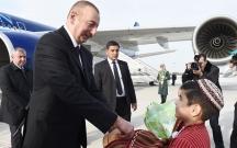 İlham Əliyev Türkmənistana getdi
