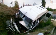 Hacıqabulda mikroavtobus qəzaya düşdü