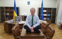 Ukraynalı nazir maaşının azlığından şikayətləndi