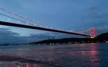 İstanbulun məşhur körpüsü Azərbaycan bayrağının rəngləri ilə işıqlandırıldı