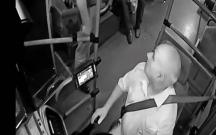 Sərnişin avtobus sürücüsünə tapança tuşladı