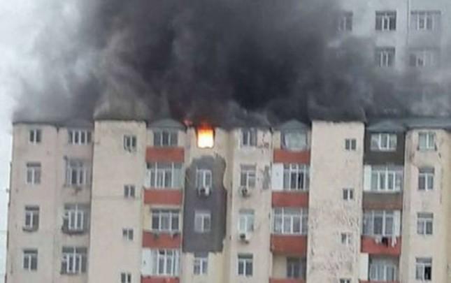Yanğın olan binada BDU-nun müəllimləri yaşayır