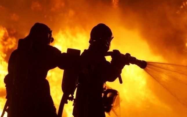 Gəncədə bina yandı, sakinlər təxliyyə edildi