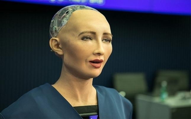 """Dünyanın ilk robot vətəndaşı """"ailə qurmaq istəyir"""""""