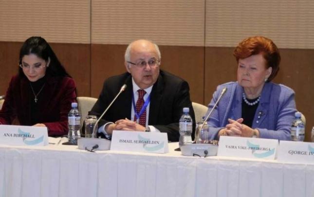 Bakı Forumu çərçivəsində Beynəlxalq Kitab Sammiti keçirilib