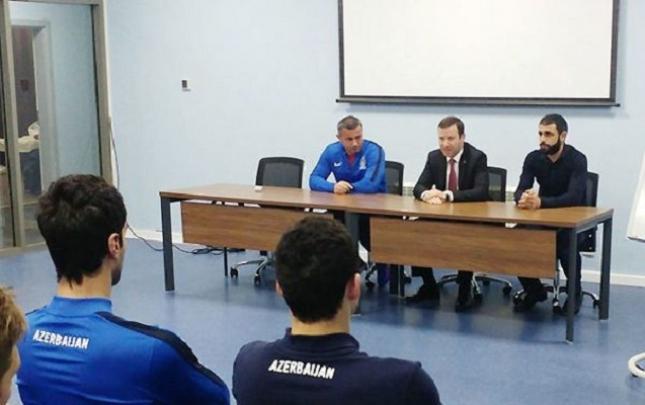 Qurban Qurbanov Rəşad Sadıqovun komandası ilə görüşdü