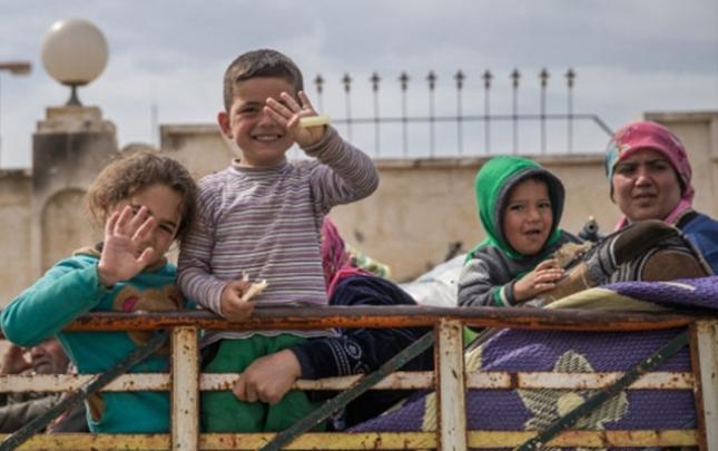 Afrinli uşaqlar azadlığın dadını çıxarır
