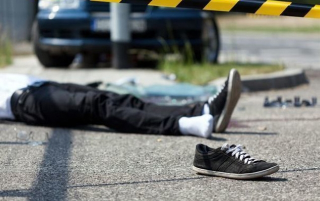 Mikroavtobus 32 yaşlı oğlanı vurdu