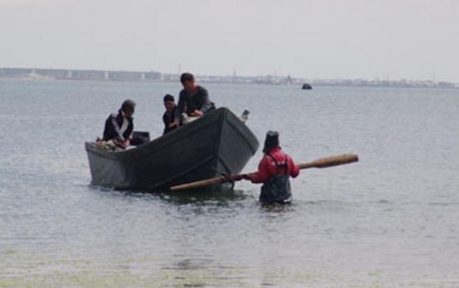 Astarada 3 balıqçı xilas edildi