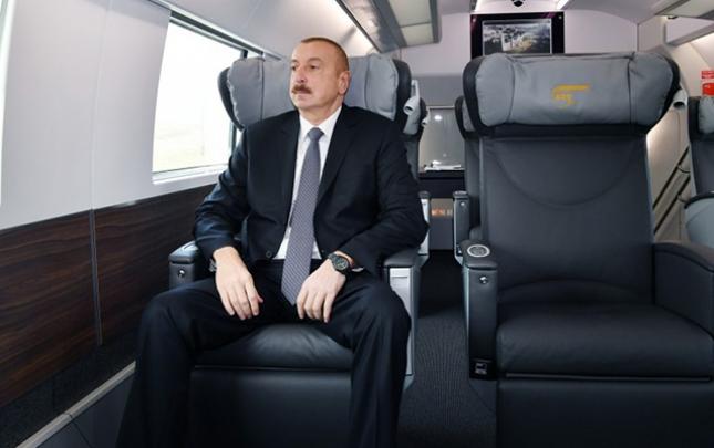 Prezident Sumqayıt-Bakı qatarı ilə Bakıya gəldi