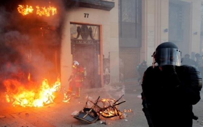 Fransada etirazçılara qarşı sərt qərar