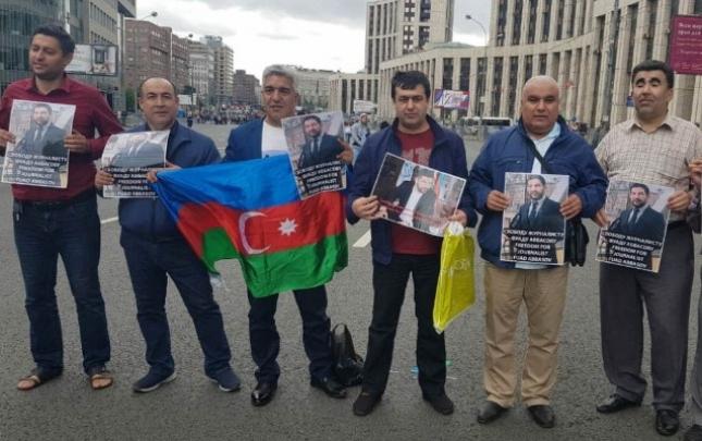 Azərbaycanlılar Fuad Abbasova görə Moskvada aksiya keçirib