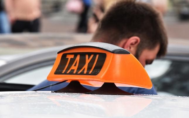Taksi sürücüsünə qarşı zor tətbiq etdi