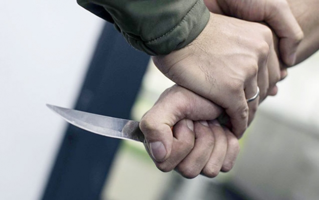 Xocasəndə poçt işçisi bıçaqlandı