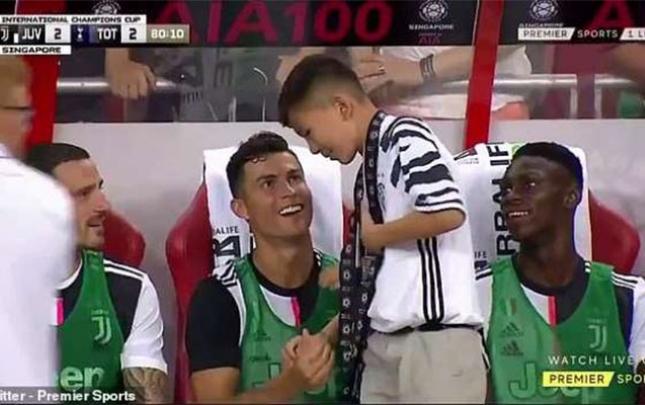 Ronaldo ilə şəkil çəkdirən gənci polisə çağırdılar