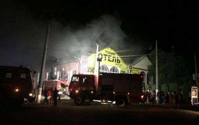 Ukraynada otel yandı, 8 ölü