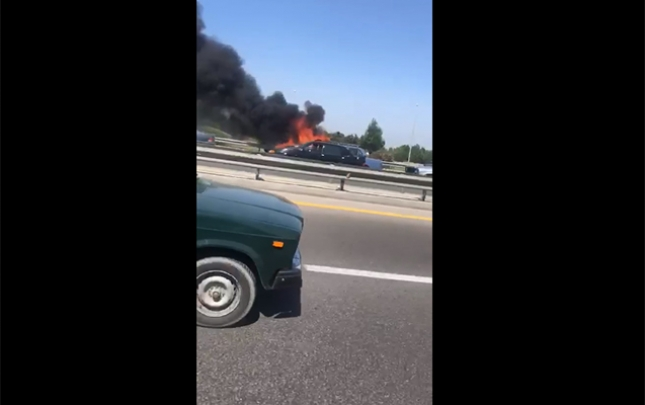 Aeroport yolunda maşın yandı