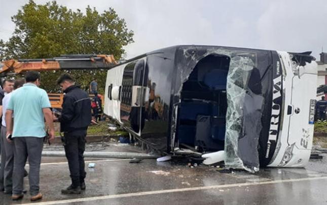 Türkiyədə avtobus aşdı, ölən və yaralananlar var
