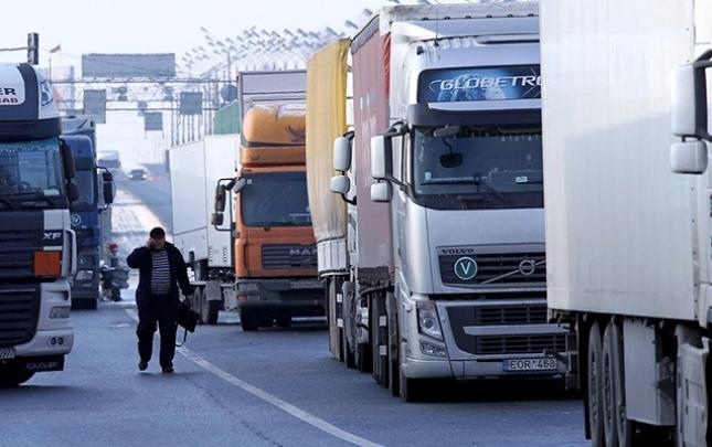 DGK-dan Rusiyaya gedən sürücülərin iddialarına