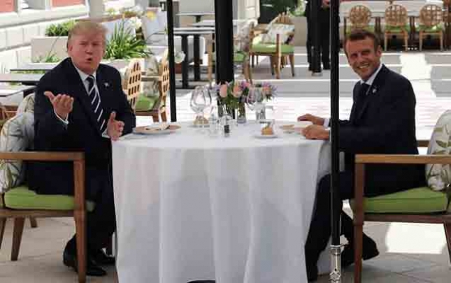 Tramp Makronla səhər yeməyində görüşdü