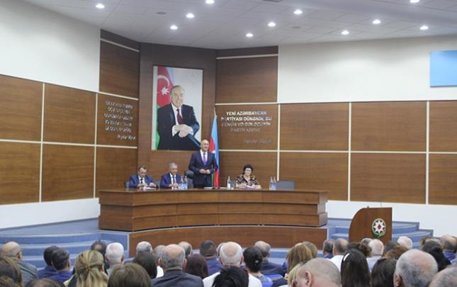 Arif Qasımov konfrans keçirib tələbələri mükafatlandırdı