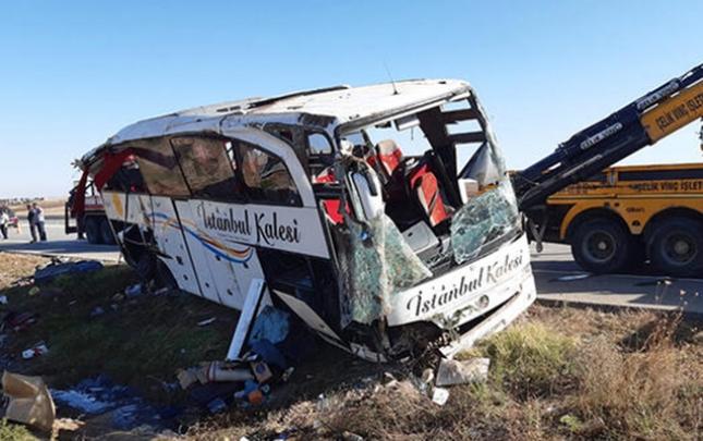 Türkiyədə sərnişin avtobusu aşdı
