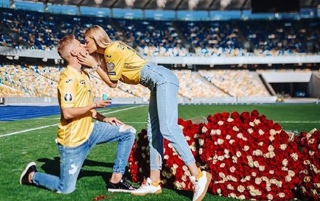 """Mançester Siti""nin futbolçusundan stadionda evlilik təklifi"