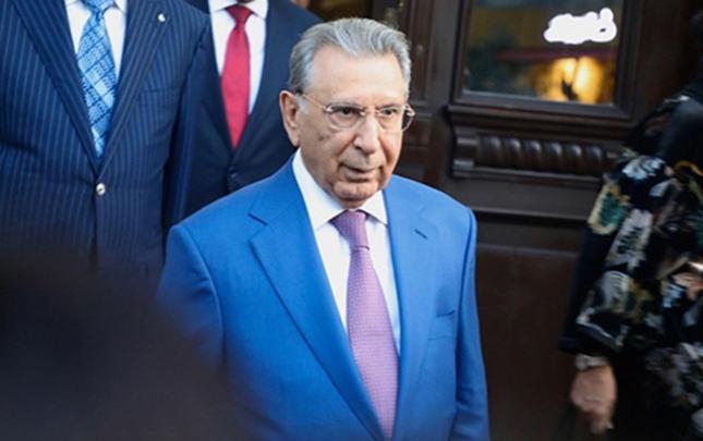 Ramiz Mehdiyev işçiləri bir aylıq məzuniyyətə göndərdi