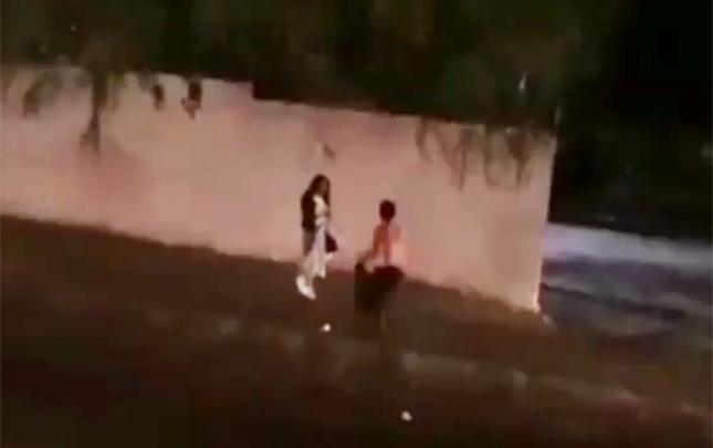 Bakıda 2 nəfər yolu kəsib qıza hücum etdi