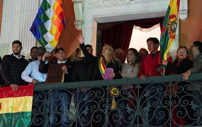 Boliviyada ordu yeni hökuməti tanıdı