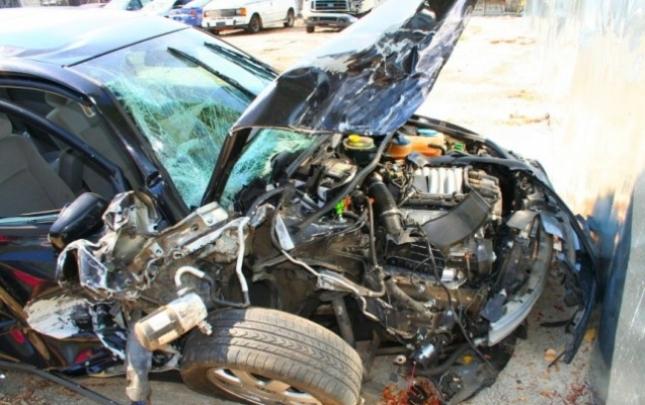 2 maşın toqquşdu, sürücü öldü
