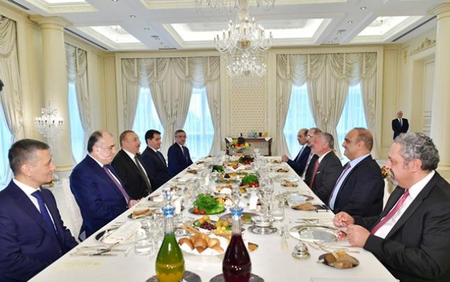 Prezident İordaniya Kralı ilə işçi naharında