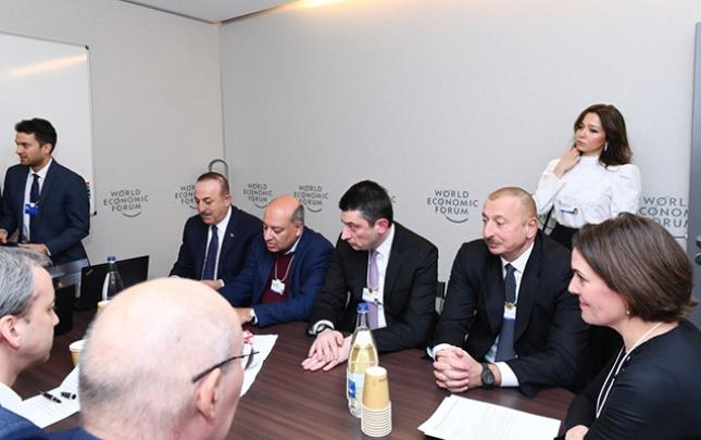 İlham Əliyev Davosda iclasda
