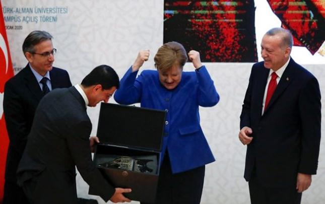 Ərdoğanın hədiyyəsi Merkeli sevindirdi