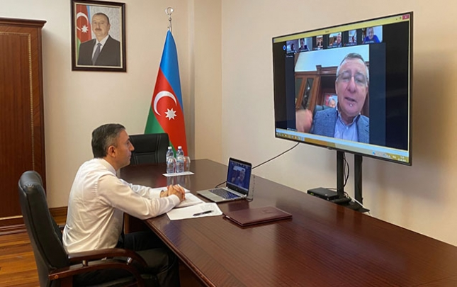 Deputat onlayn iclasdan video paylaşdı