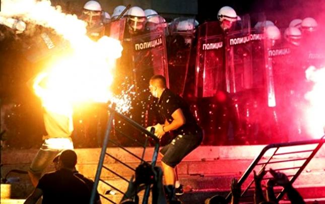 Serbiyadakı iğtişaşlarda 118 polis xəsarət alıb