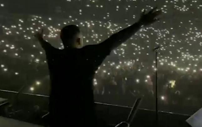 Rusiyada rekord yoluxmaya baxmayaraq konsert verdi