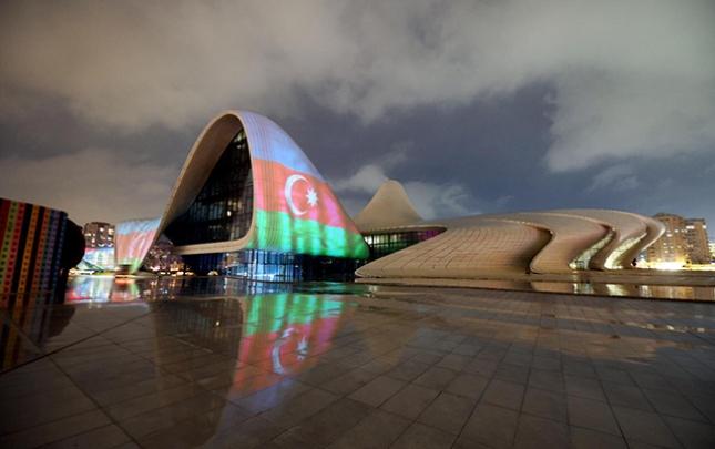 Bakının məşhur yerləri Azərbaycan bayrağı ilə proyeksiya olundu