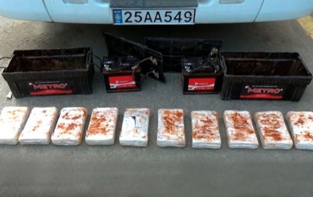 Akkumulyatorda 21 kq narkotik keçirmək istədi