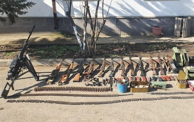 Ermənilərin Xocavənddə atıb qaçdığı silah-sursat aşkarlandı